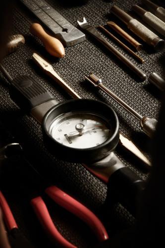 Setzeisen, Drehmomentmesser, Stimmkeil und Zange