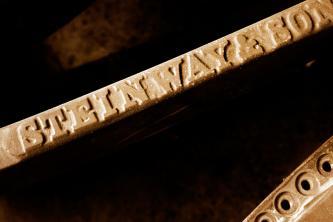 Steinway & Sons Gussplatte