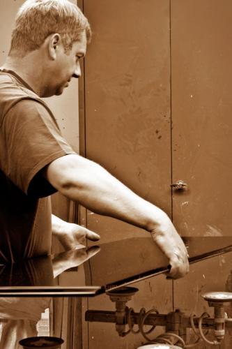 polierter Deckel in der Hand,  Werkzeugschrank