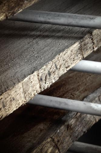 Holz im Regalwagen